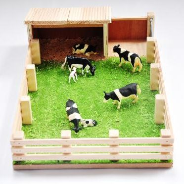 Millwood Crafts-Calf House with Field
